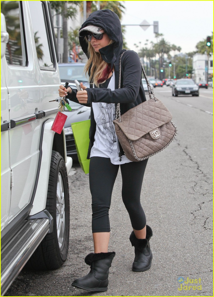 ashley tisdale coffee mikayla 06