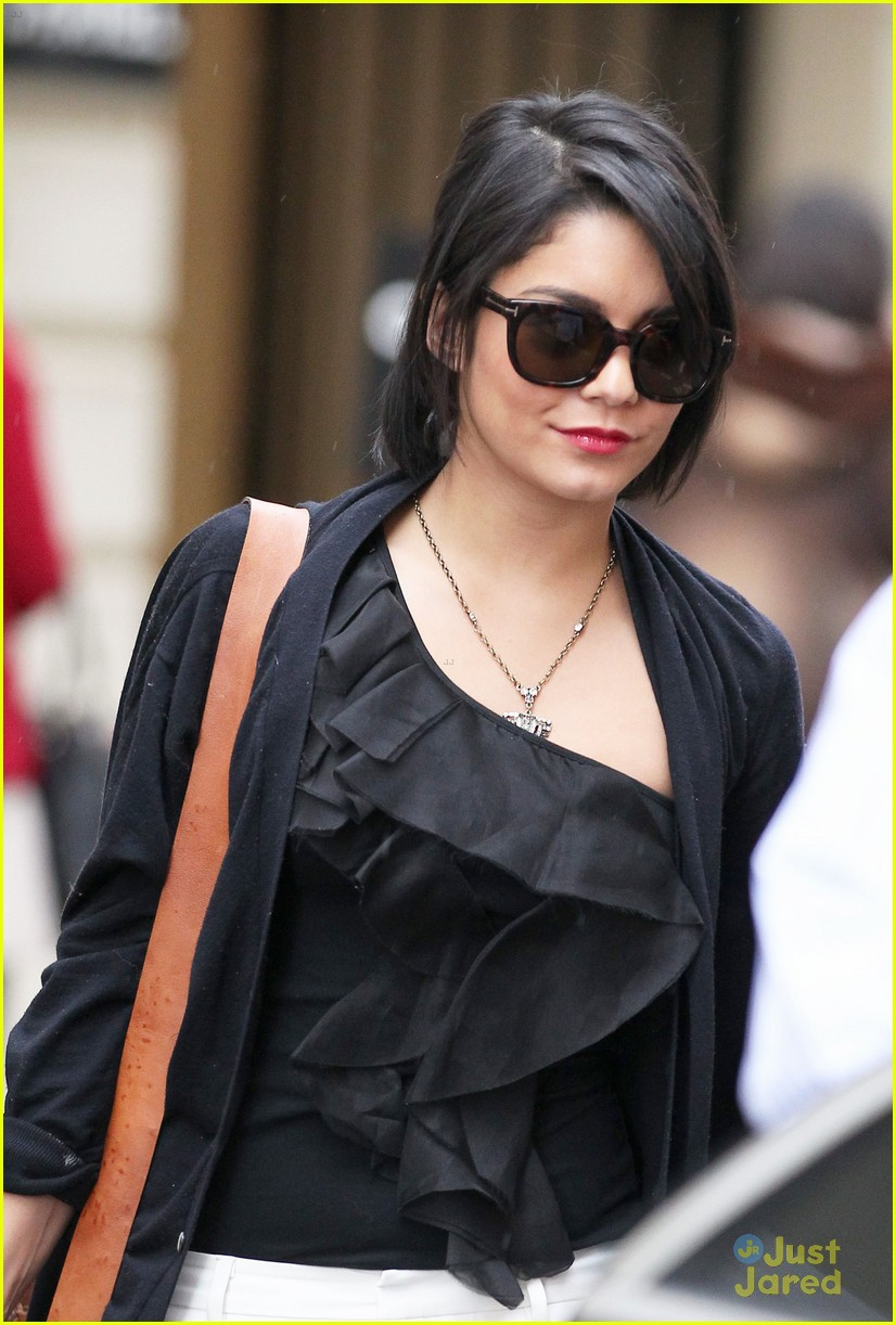 vanessa hudgens chanel shop 01