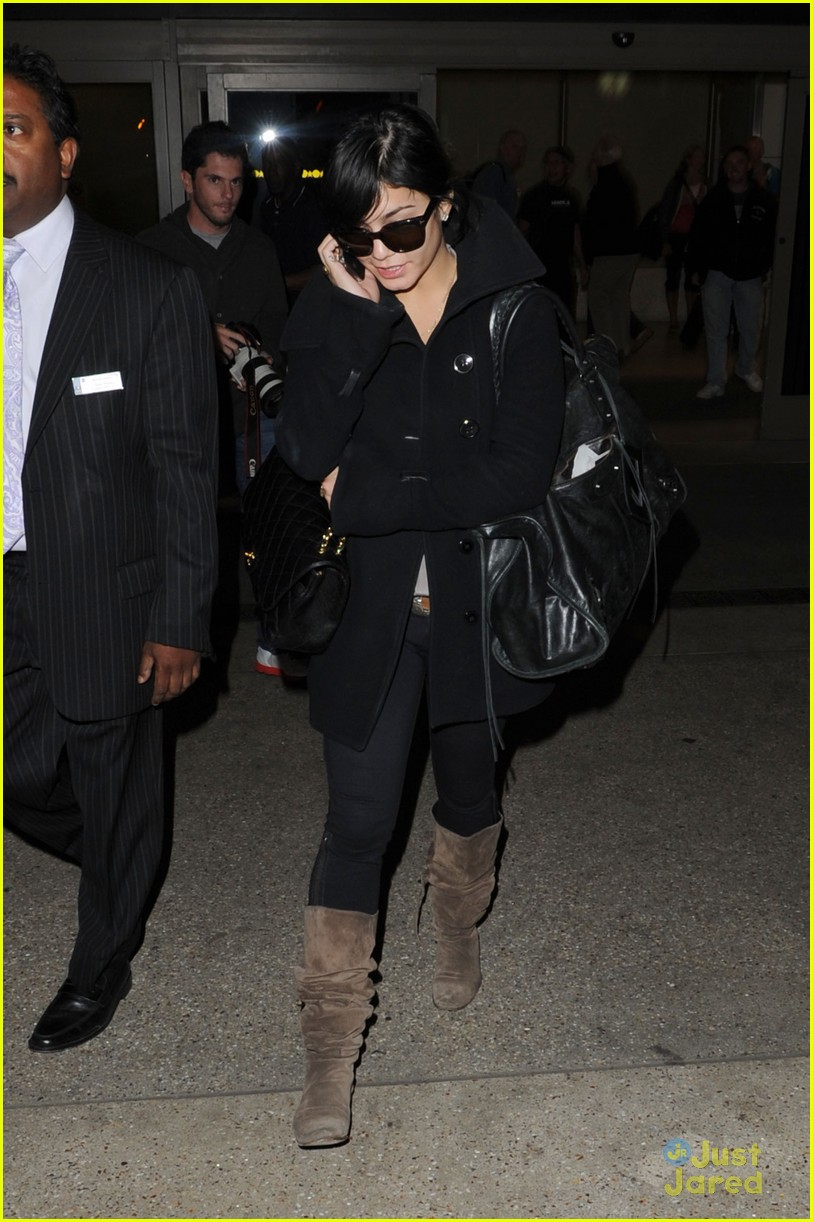 vanessa hudgens austin lax arrival 03