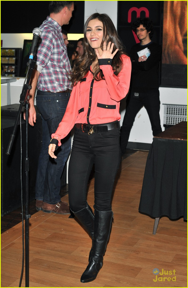 victoria justice hmv mg 04