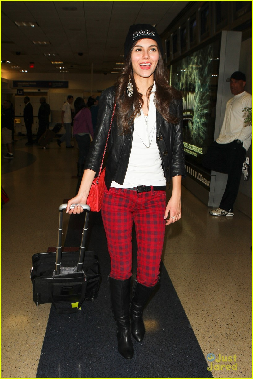 victoria justice red plaid pants 04