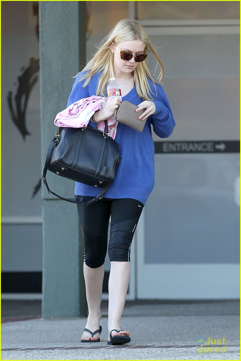 dakota fanning cardio barre 06