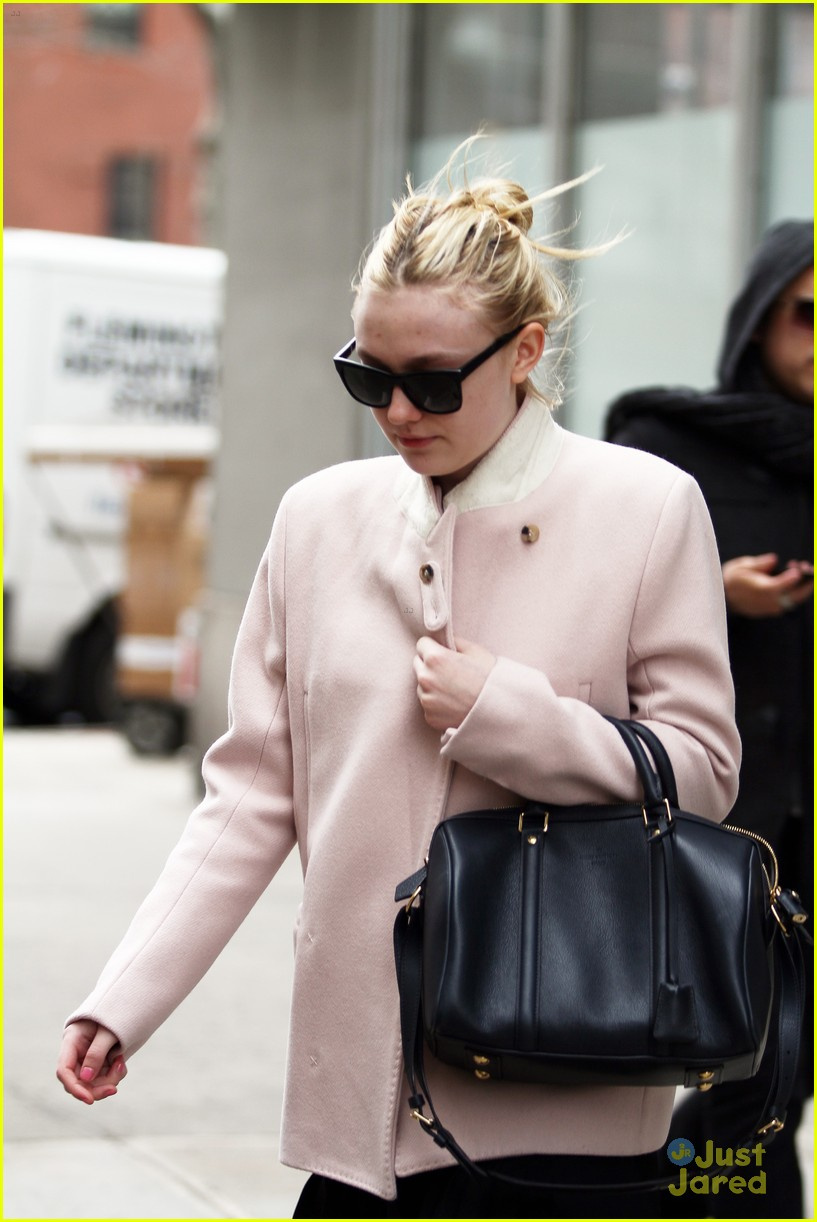 dakota fanning bundle nyc 01