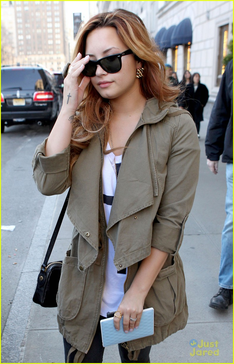 demi lovato nyc hotel 04
