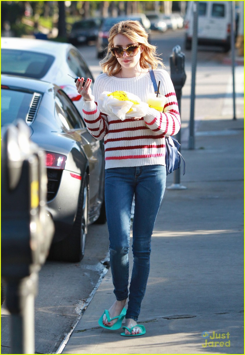 emma roberts nail salon 05