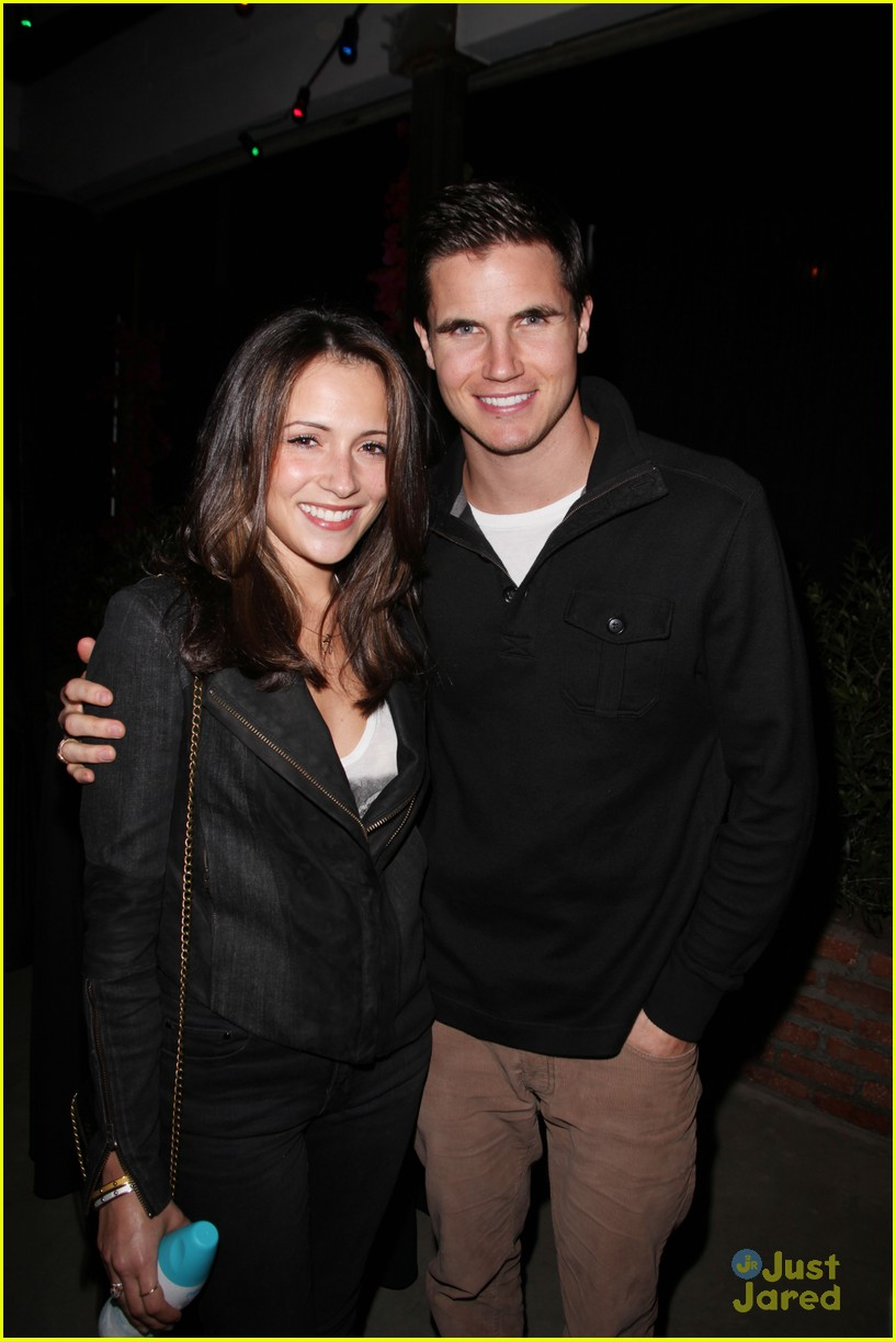 italia ricci robbie amell jj party 02