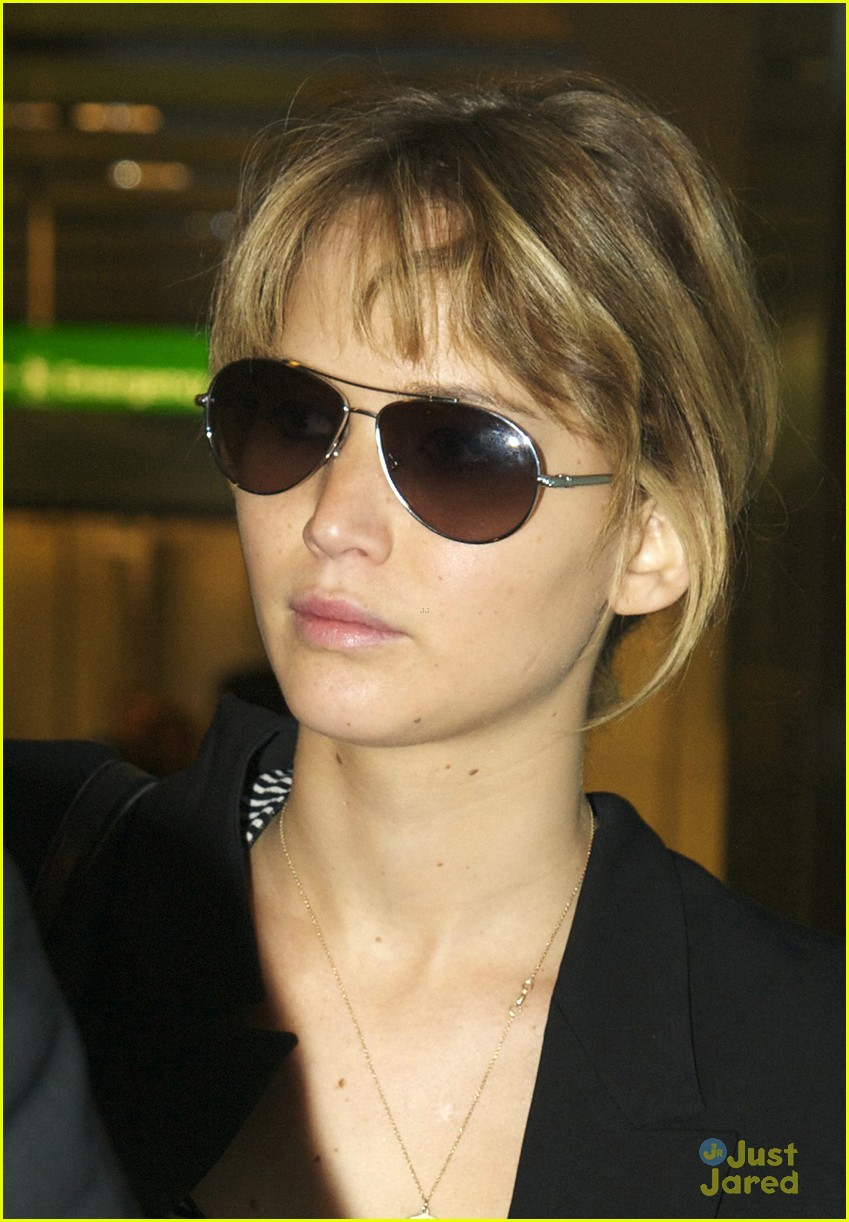jennifer lawrence heathrow arrival 02
