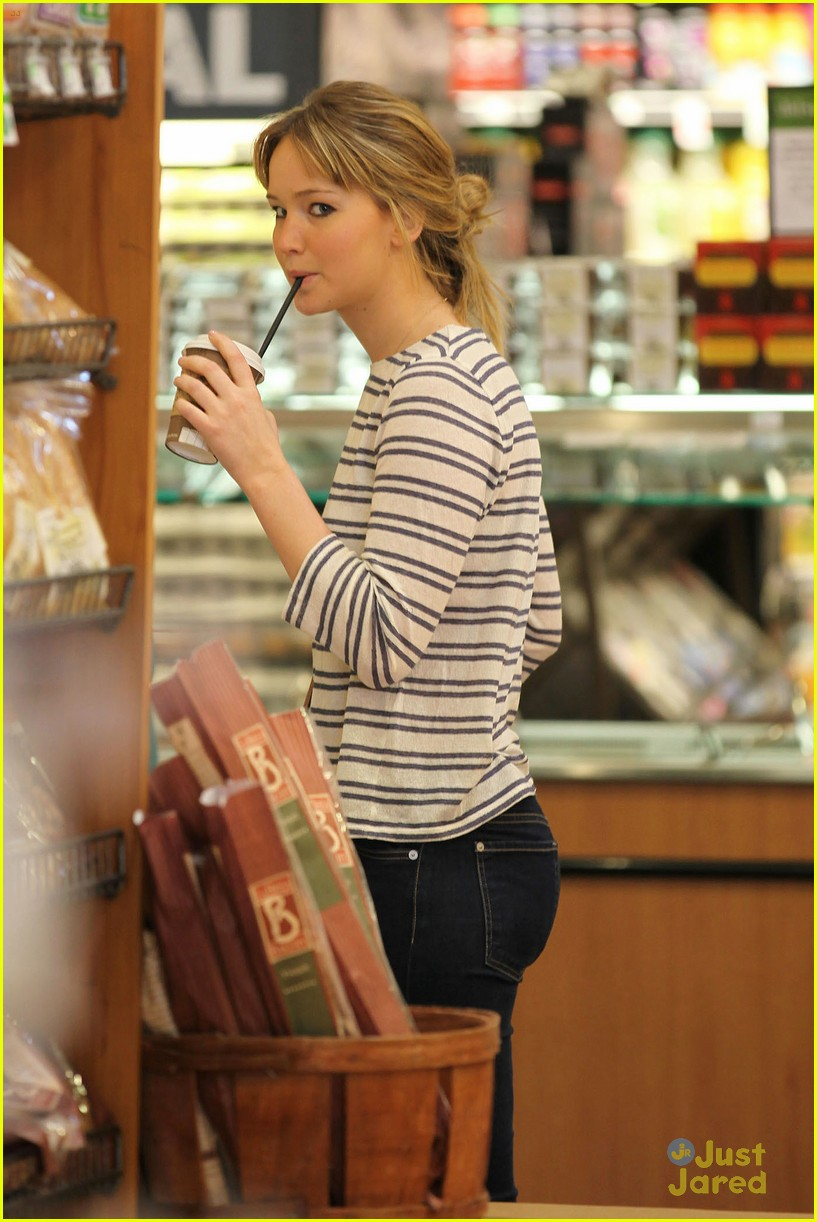 jennifer lawrence whole foods 08