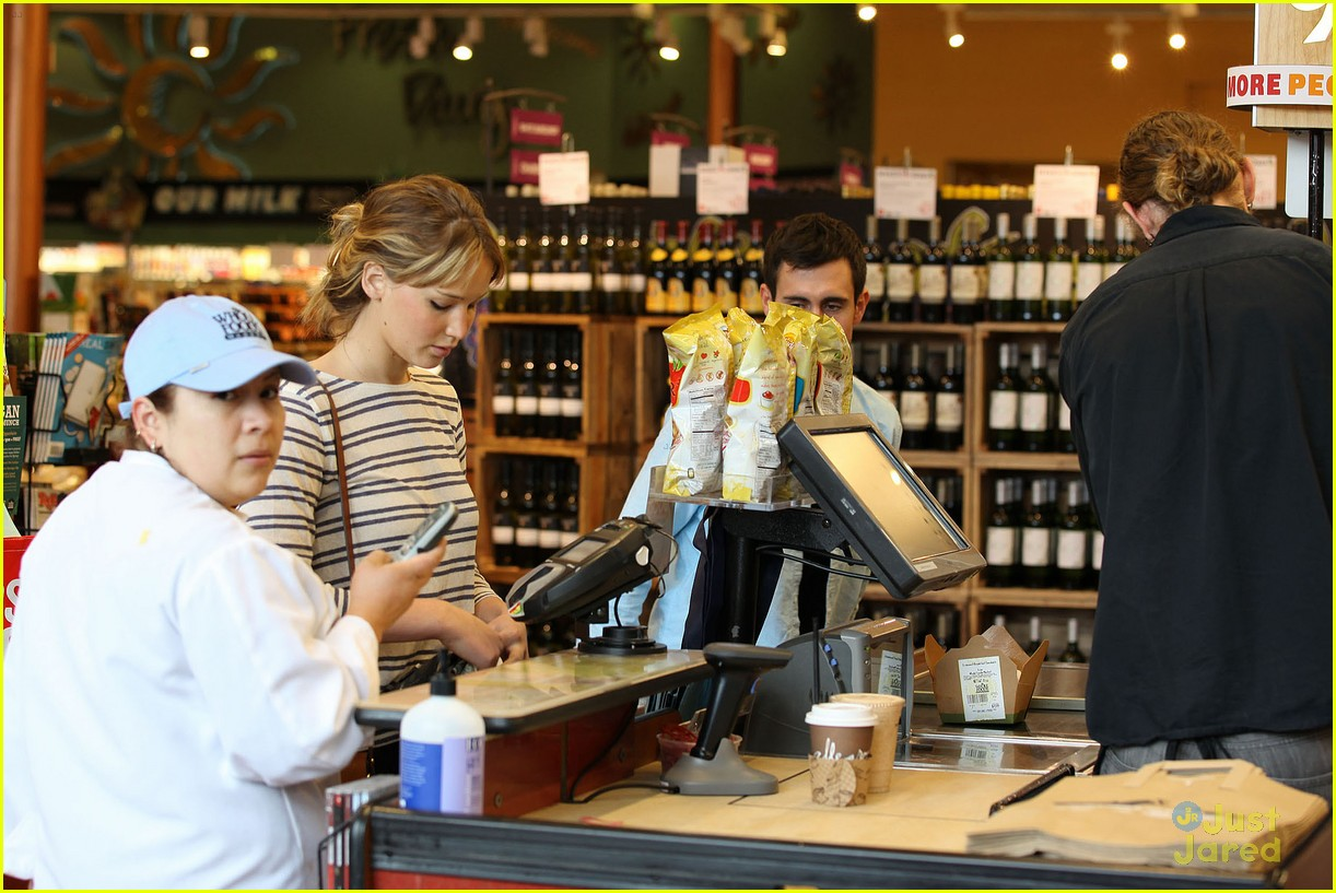 jennifer lawrence whole foods 09
