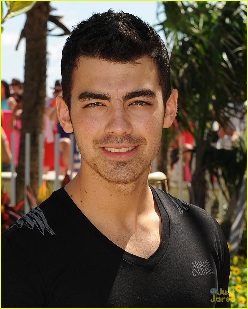 joe jonas pink party miami 03