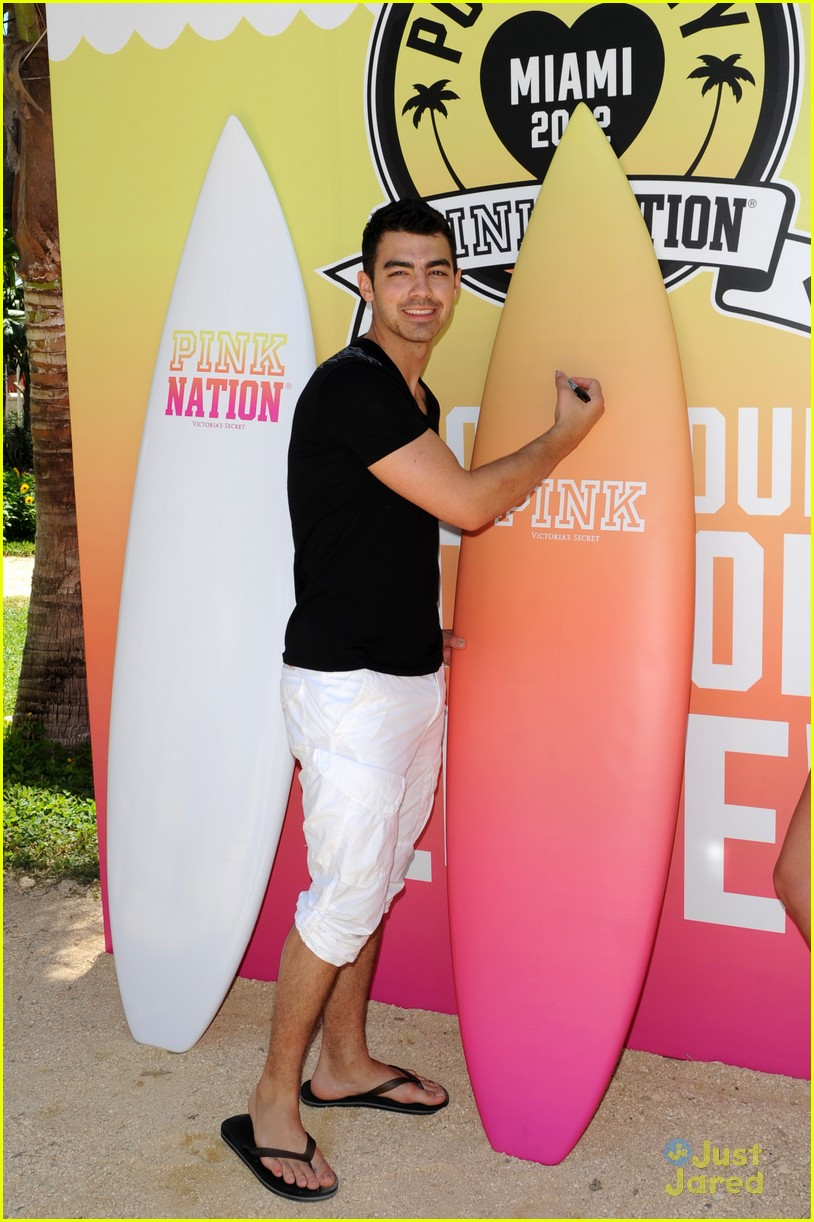 joe jonas pink party miami 09