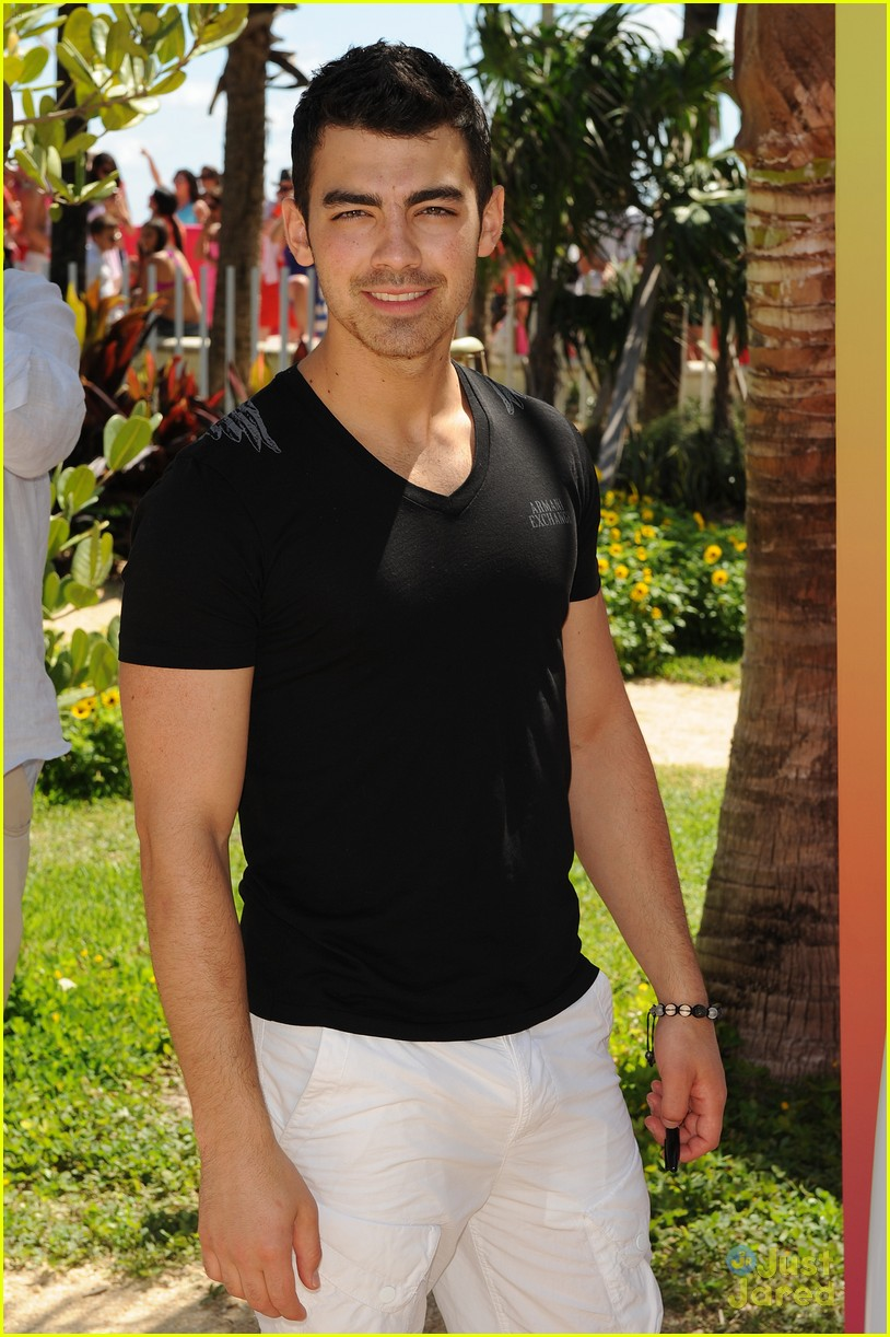 joe jonas pink party miami 21