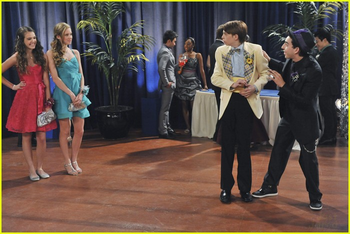 olivia holt leo howard kickin king 01