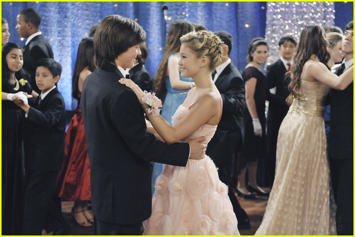 olivia holt leo howard kickin king 18
