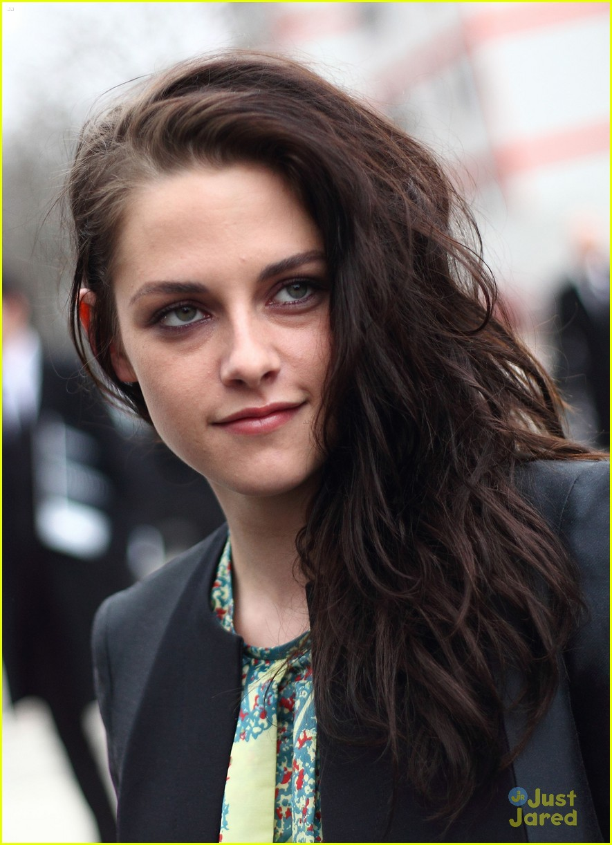 kristen stewart balenciaga paris 08