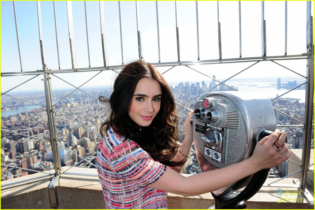 lily collins empire state building 02