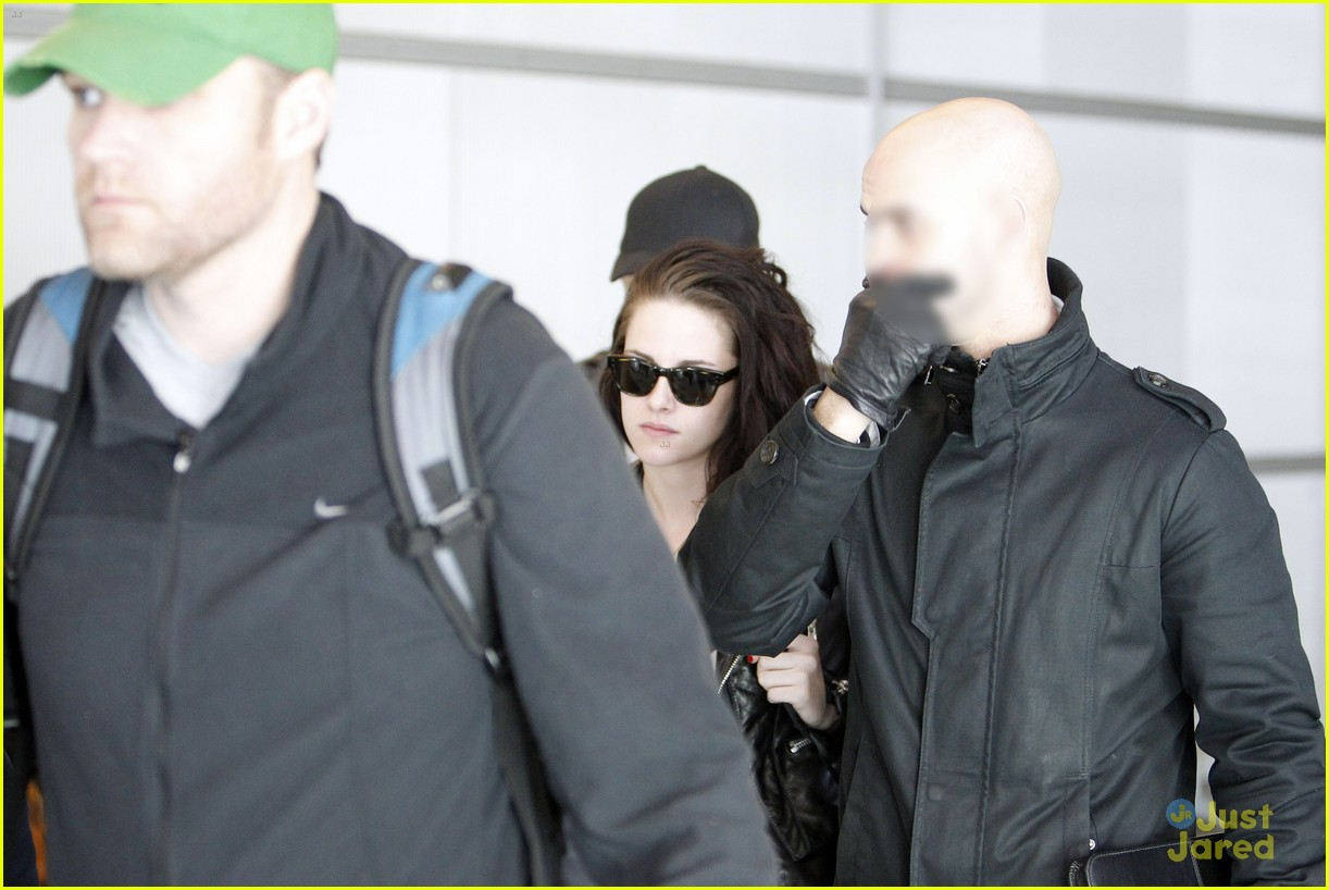 robert pattinson kristen stewart paris departure 08
