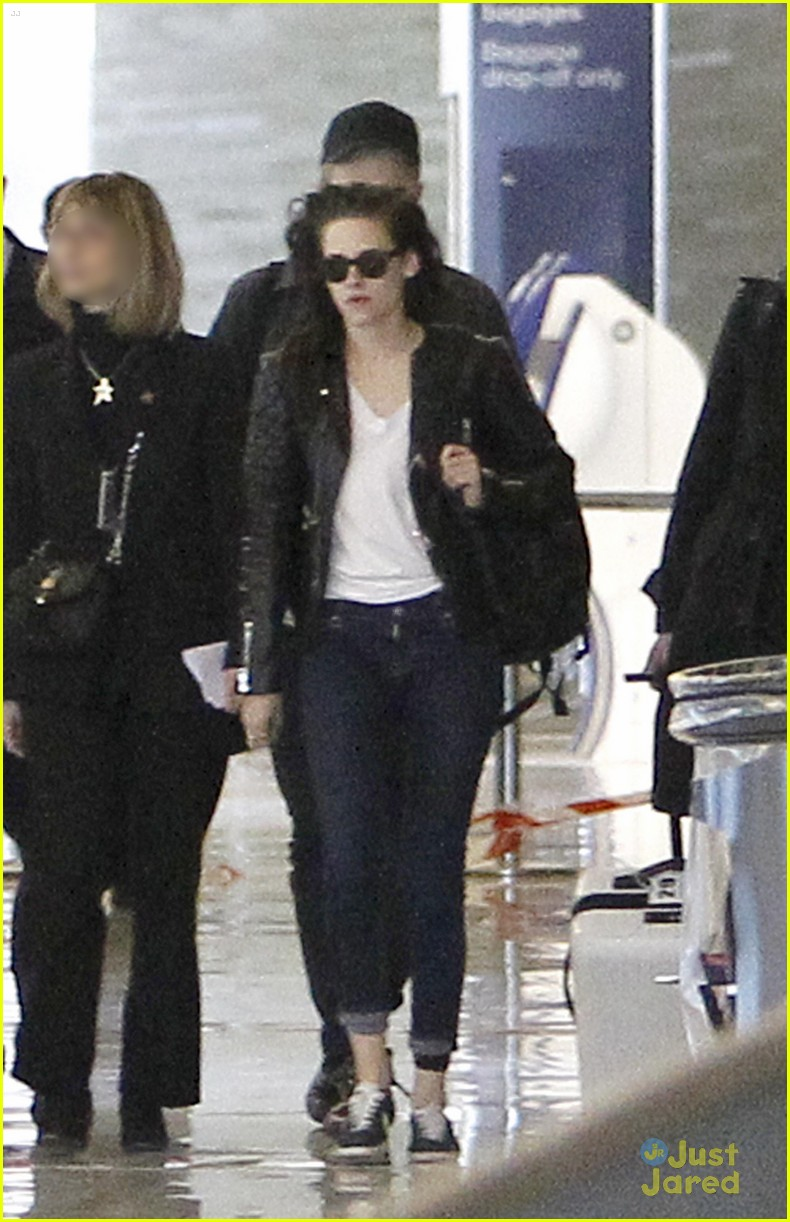 robert pattinson kristen stewart paris departure 11