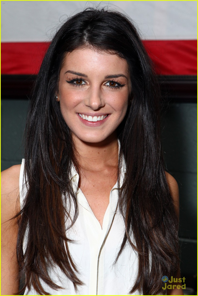 shenae grimes nylon escape 03