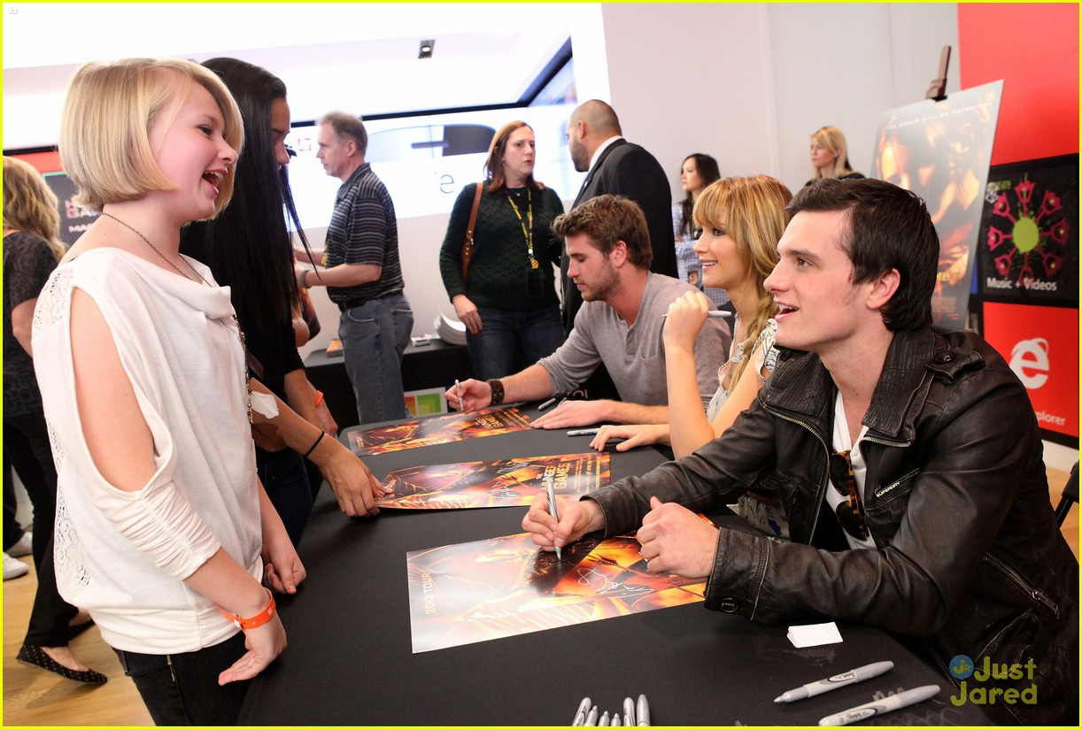 jennifer liam josh mall tour thg 01