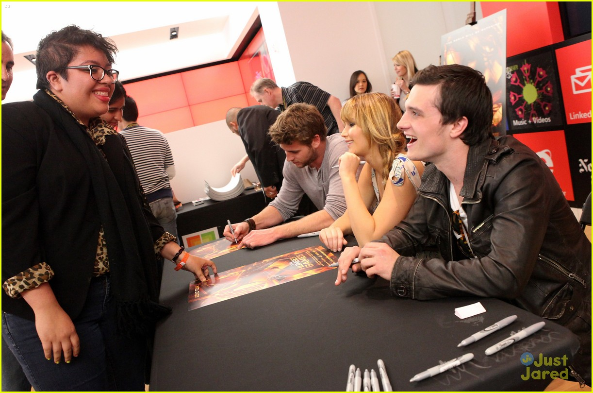 jennifer liam josh mall tour thg 07