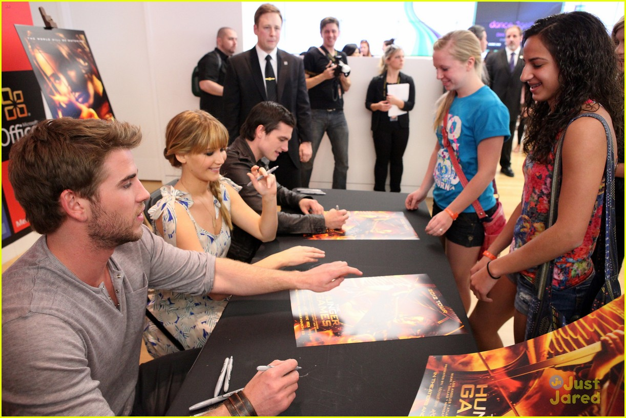 jennifer liam josh mall tour thg 11
