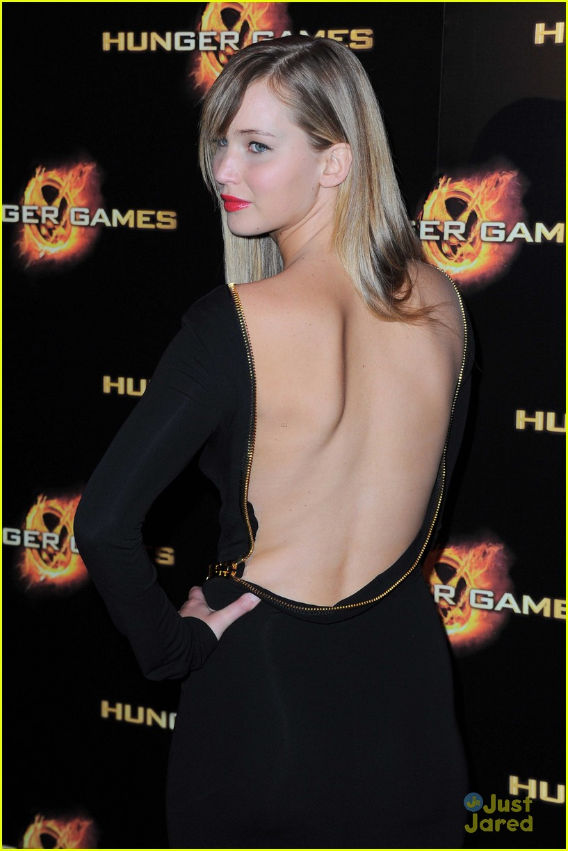 j lawrence hunger games paris premiere 13