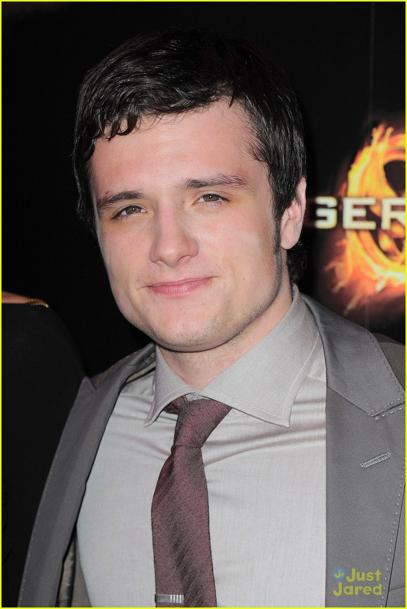 j lawrence hunger games paris premiere 19