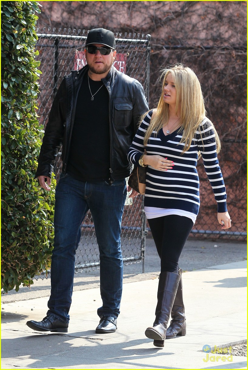 tiffany thornton baby bump 01