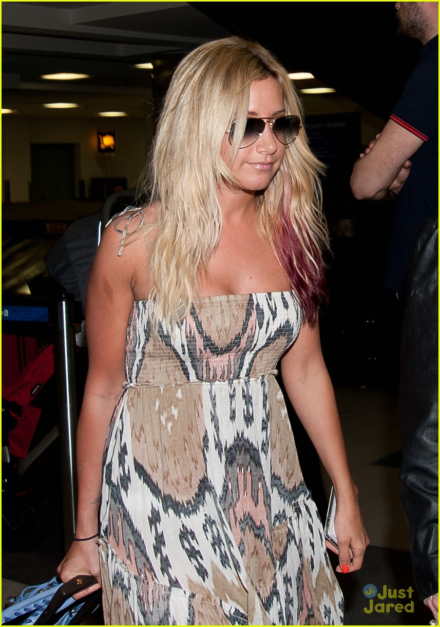 ashley tisdale back hawaii 03