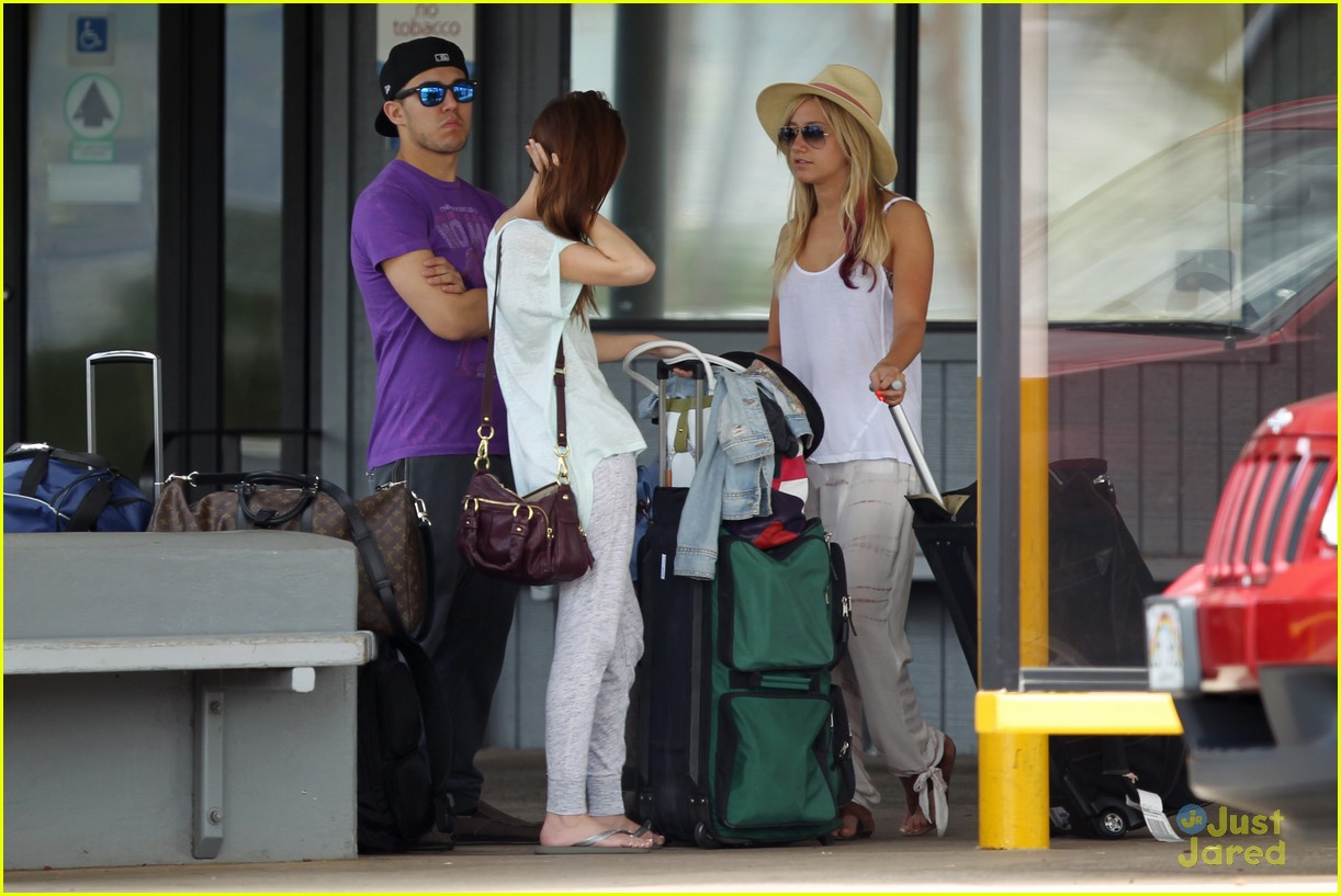 Ashley Tisdale: Hawaii Vacation with Carlos Pena ...