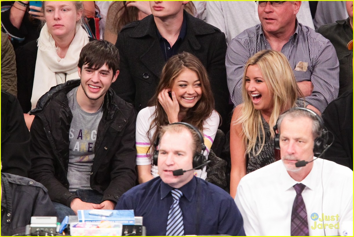 ashley tisdale sarah hyland lakers game 01