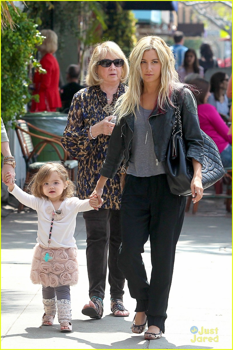 ashley tisdale lunch mikayla 15