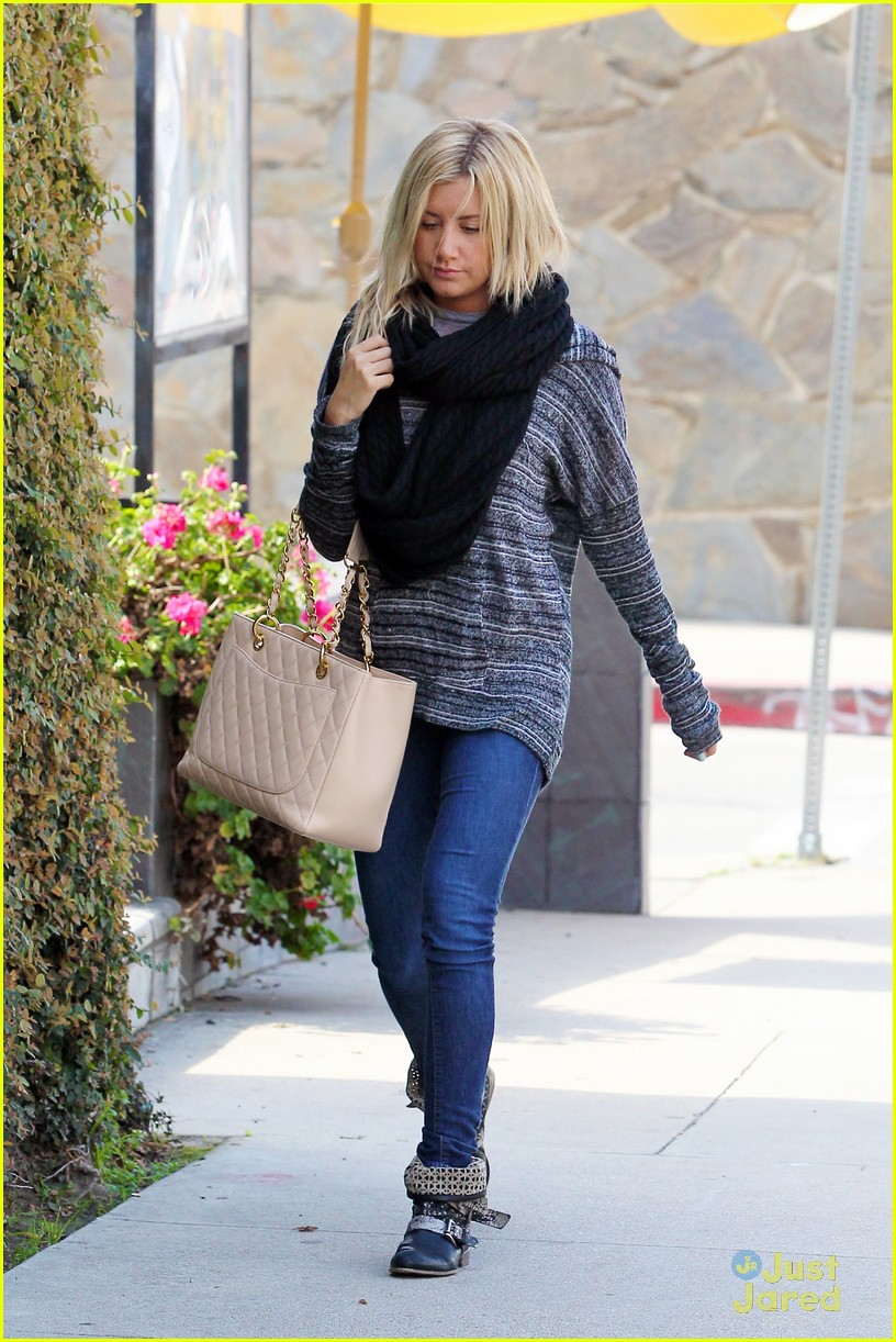 ashley tisdale recording studio 04