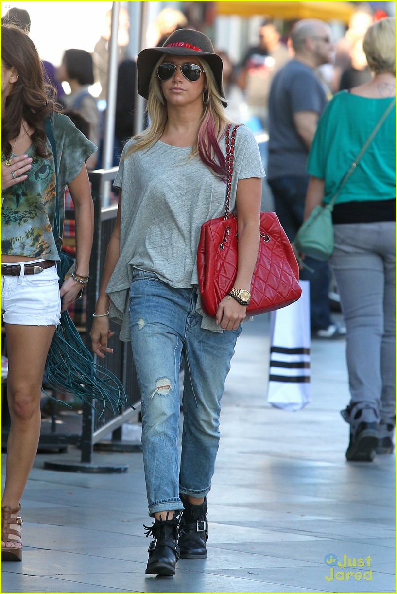 ashley tisdale sm shopping 20