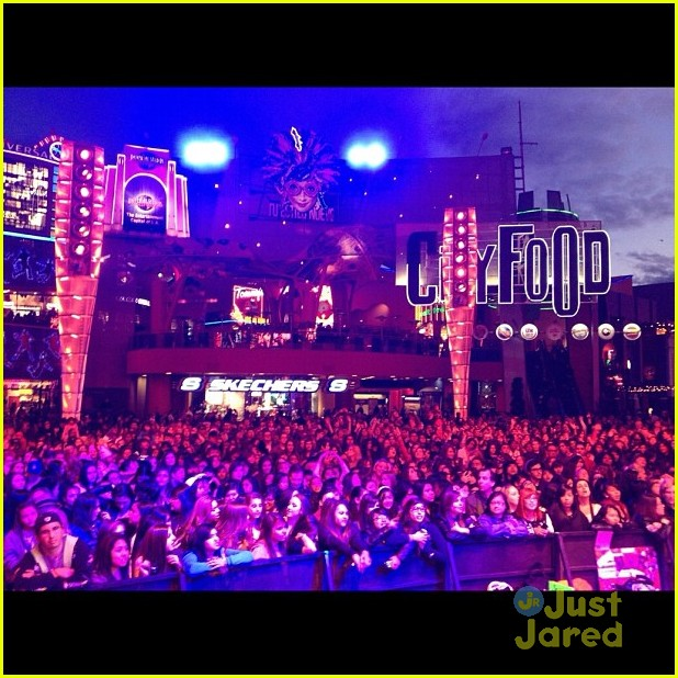 carly rae jepsen dodgers citywalk 06