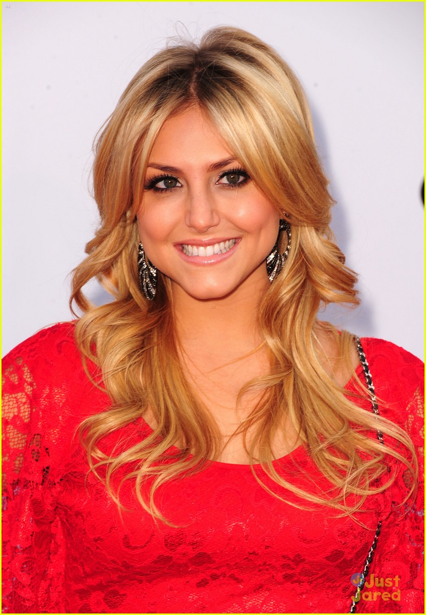 cassie scerbo renee olstead newnownext 12