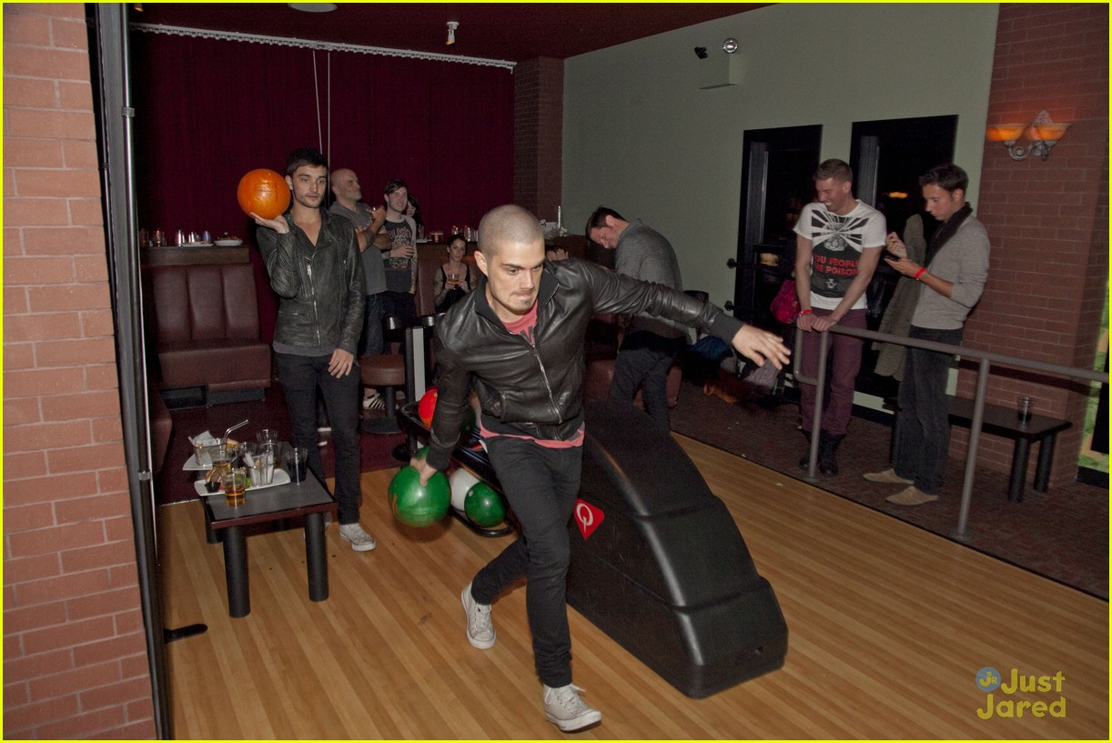 cody simpson the wanted bowling 05