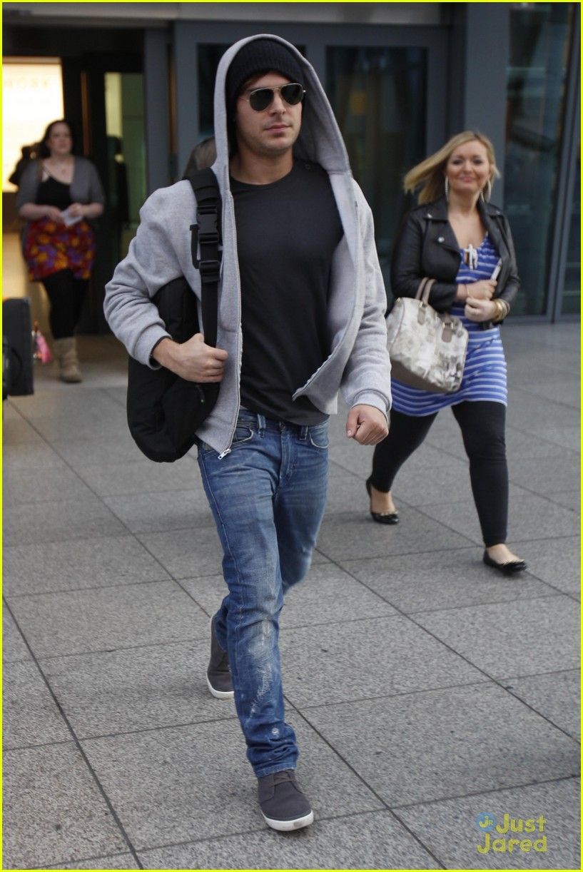 zac efron london landing 01