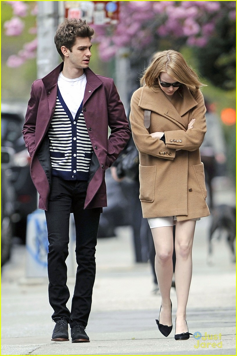 emma stone andrew garfield walk nyc 01