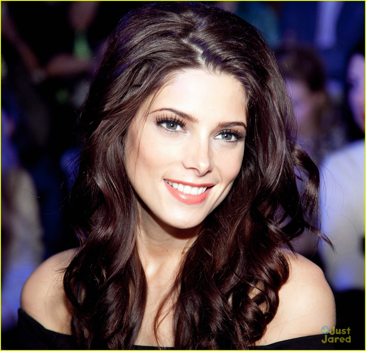 ashley greene dkny moscow 01
