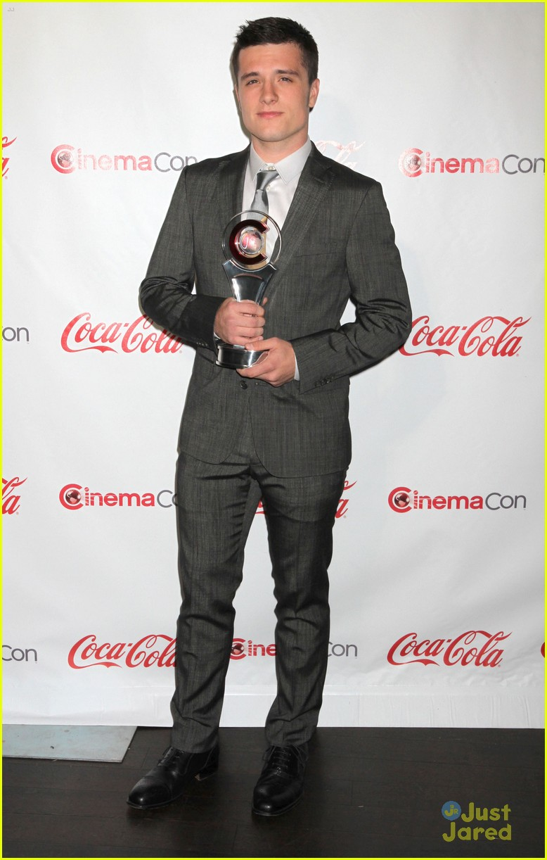 josh hutcherson cinemacon awards 04