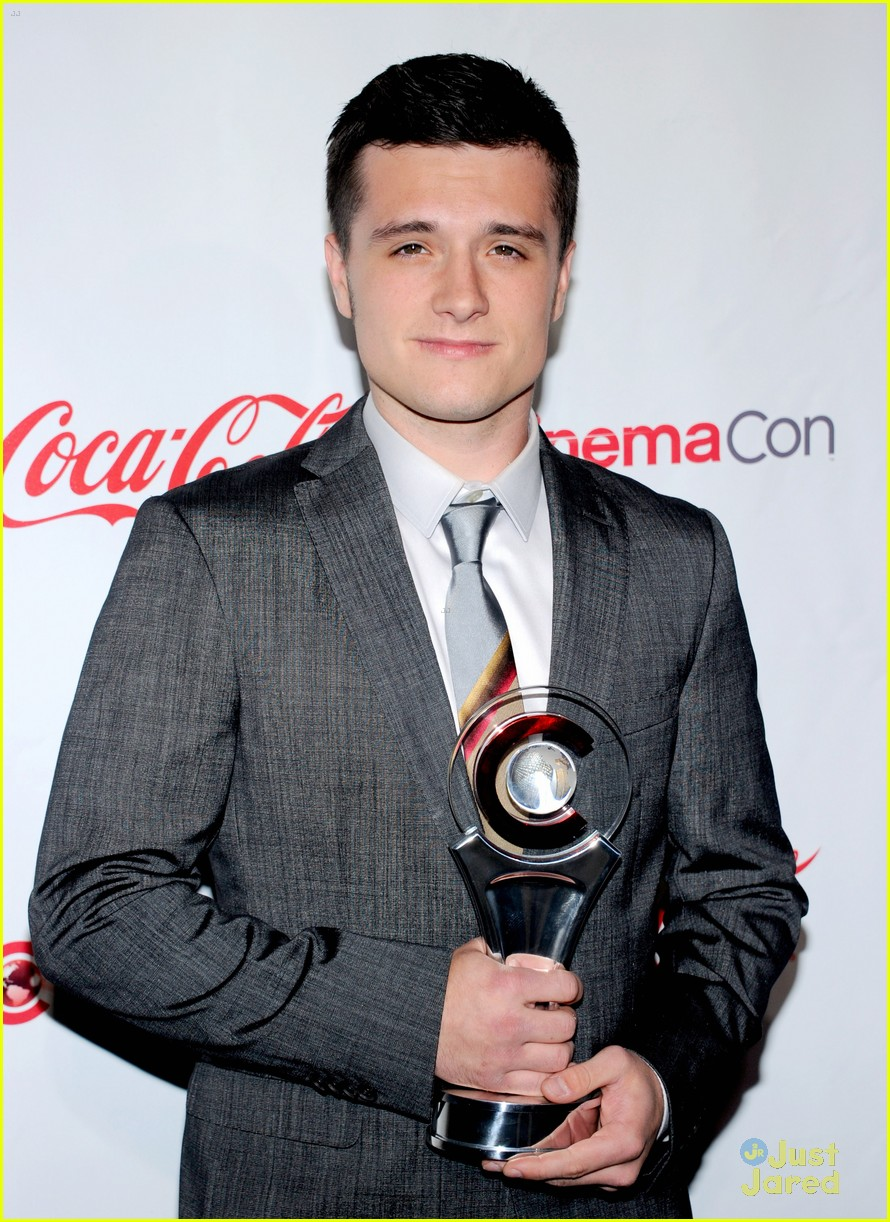 josh hutcherson cinemacon awards 05