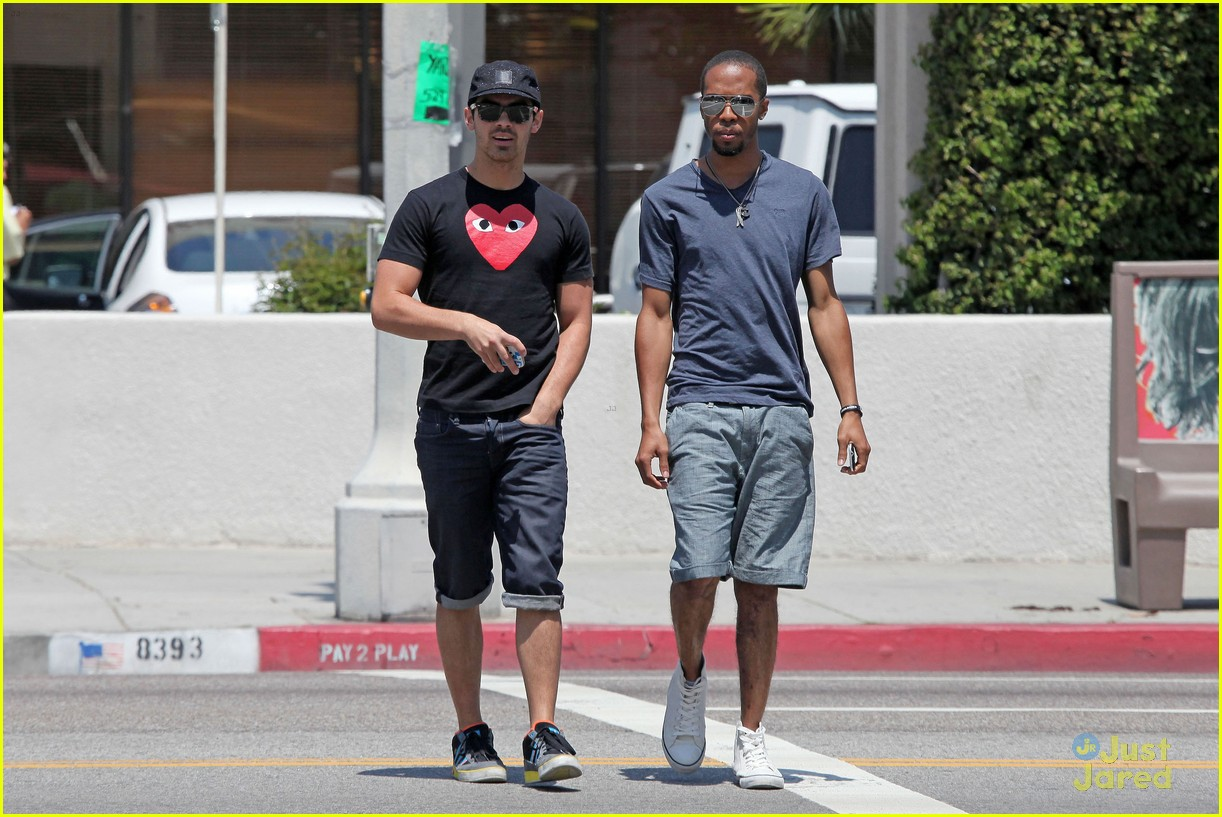 joe jonas lunch la 01