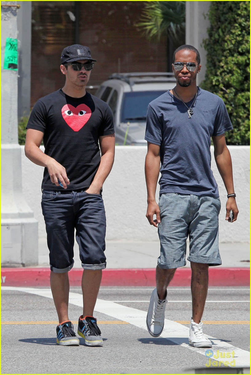 joe jonas lunch la 15