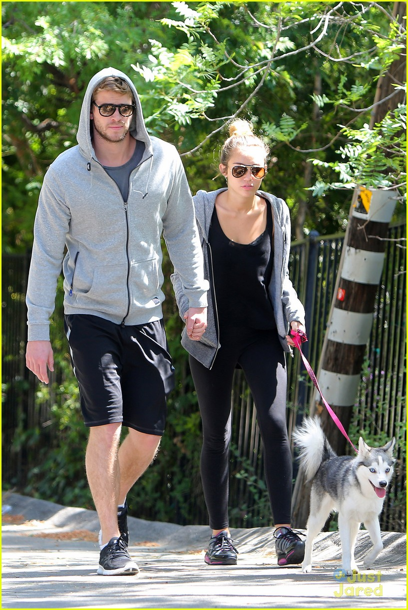 miley cyrus liam hemworth walk 01