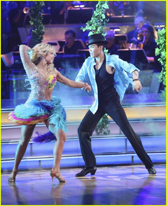 roshon chelsie tropical dwts 02