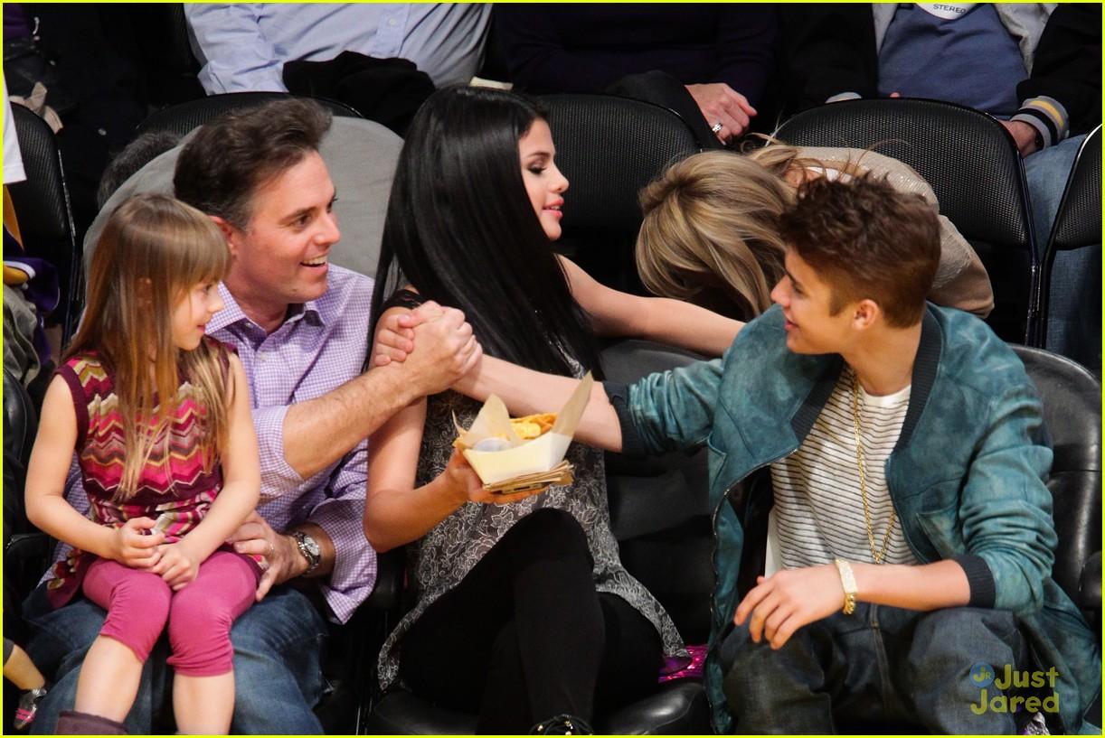 Full Sized Photo Of Selena Gomez Justin Bieber Dwts Lakers