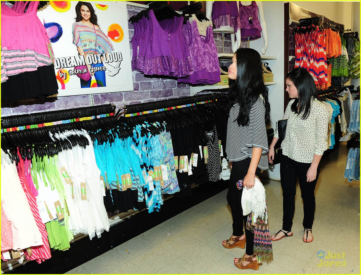 selena gomez dream out loud shopping 11