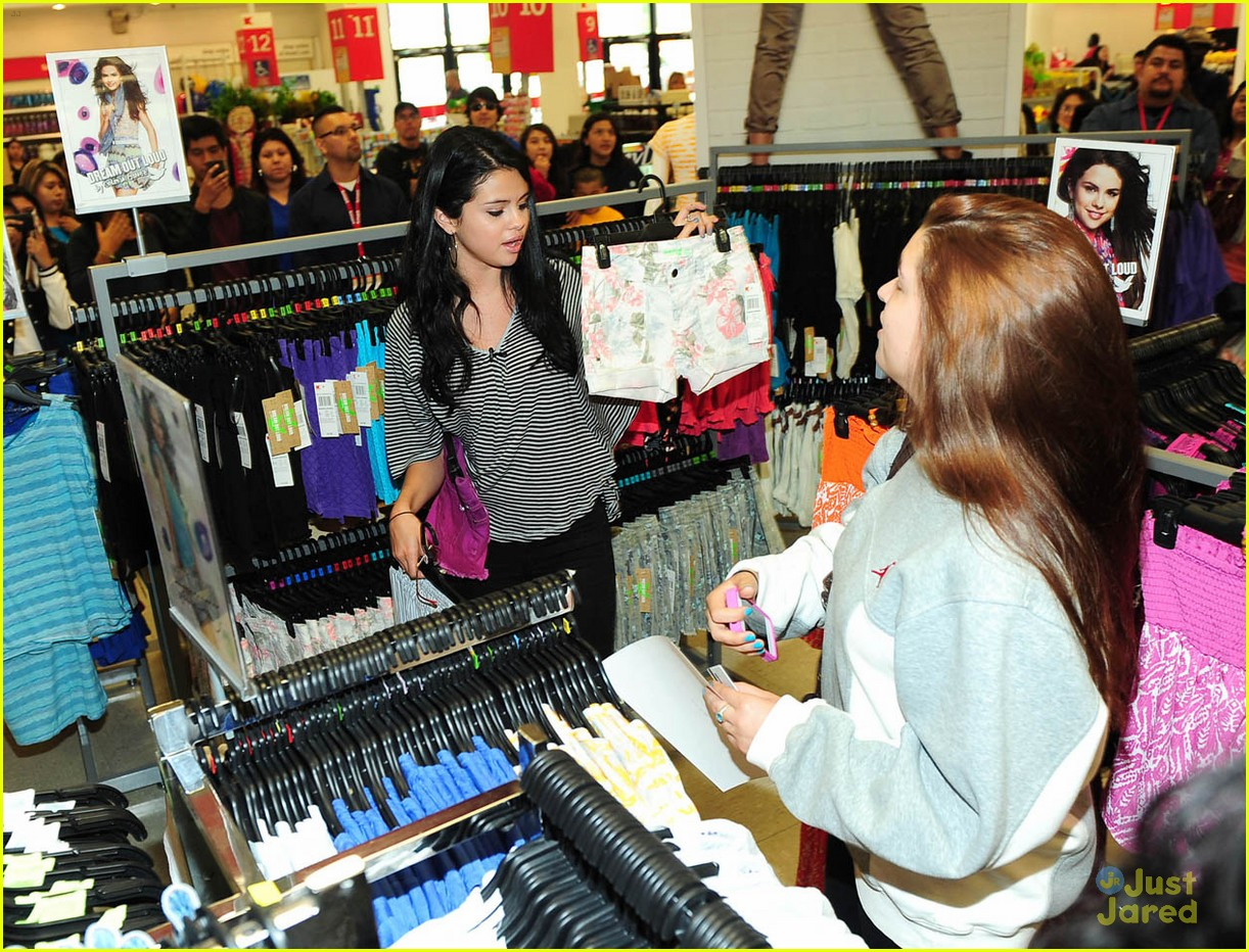 selena gomez dream out loud shopping 18
